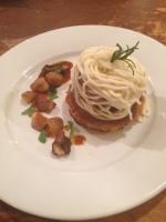 Stracotto di filetto di manzo con foie gras e risoni di castagne. (la forma si ispira al Monte Bianco) フォアグラと栗の焼きリゾーニを重ねた牛フィレ肉のストラコット    モンテビアンコ仕立て