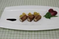 豚肉のインボルティーニ ヴィン ブルレのソース involtini di maiale in salsa di vin brulè