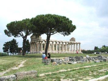 パエストゥムの遺跡写真