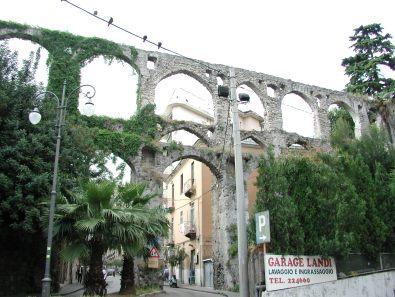 サレルノ市にある水道橋の遺跡